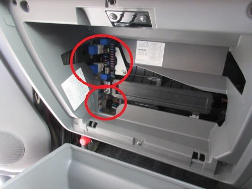 Removing the glove box (8)