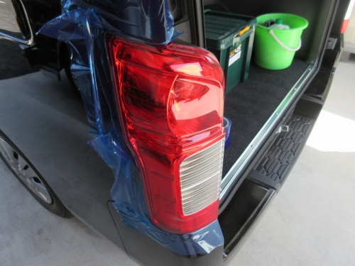 Removing the tail lamp (2)