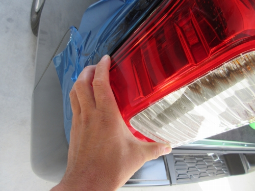 Removing the tail lamp (6)
