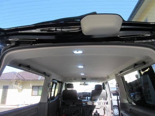 Roof inner bar (16)