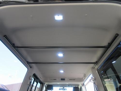 Roof inner bar (20)